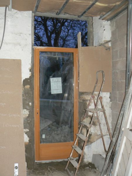 Pose de la porte fen tre r novation d une grange for Pose d une porte fenetre en renovation